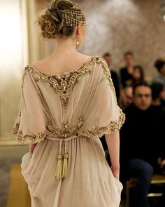 Not a real princess, but this beige caftan and headpiece is so stunning. Such Not a real princess, but this beige caftan and headpiece is so stunning. Such Beautiful Gowns, Beautiful Outfits, Glamour, Fantasy Dress, Mode Inspiration, Fashion Inspiration, Dream Dress, Couture Fashion, Lolita Fashion