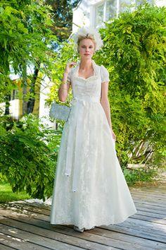 Brautdirndl Silk & Pearls - Dirndl Hochzeit in Bayern  Dirndl ...