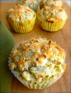Skinny Broccoli Cheese Muffins (use low carb/gluten free oats, (oat? 5 weight watchers points plus; maybe try adding in some ham or chicken and half the broccoli to make sure the kids don't refuse them right off the bat) Ww Recipes, Muffin Recipes, Baby Food Recipes, Breakfast Recipes, Cooking Recipes, Cream Recipes, Healthy Snacks, Healthy Recipes, Recipes