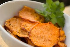 Our Sweet Potato Crunchies are sure to become your new, healthy, go-to snack! Skip the vending machine potato chips and whip up a batch of these instead! Sweet Potato Crisps, Sweet Potato Benefits, Sweet Potato Recipes, Potato Chips, Garlic Parmesan Roasted Potatoes, Oven Roasted Sweet Potatoes, Quick Healthy Snacks, Healthy Recipes, Healthy Food