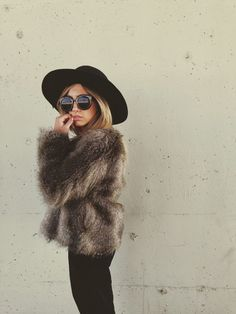 Faux fur + wide brimmed hat + sunnies