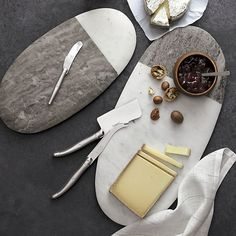 Grey and white marble team up as a simply beautiful, asymmetrically toned oval to serve cheese, desserts and more. Each size board reverses to opposite color proportions.