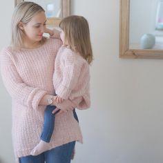 """43 likerklikk, 5 kommentarer – Mai Linn (@mrs_lunnay) på Instagram: """"En sjelden selfie- mini me og meg med matchende Skappelgensere 💗"""" Instagram Posts, Sweaters, Fashion, Moda, Pullover, Sweater, Fasion, Trendy Fashion"""