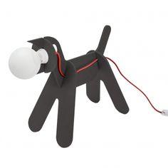 Lampe à poser Get Out Dog – Noir – H36 cm – Eno Studio Si vous aimez les animaux et le design épuré, la lampe à poser Get Out Dog est faite pour vous. Elle représente un chien, qui constituera un véritable luminaire de compagnie. Ce luminaire design apportera un humour décalé qui deviendra la touche finale de votre décoration intérieure. Elle conviendra tout autant aux adultes pour son côté fantaisie, qu'aux enfants pour son côté ludique.