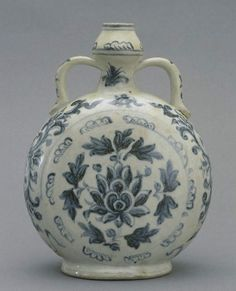 Porcelain moon flask with flower design - Vietnam, 15th century-16th century
