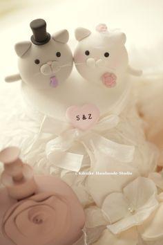 kitty and Cat MochiEgg wedding cake topper #weddingideas #handmadecaketopper #custom #pet #kitten #cakedecor #ceremony #animalscaketopper #initials #unique #gift #planning #claydoll #weddingseason #kikuikestduio #gato #ネコ #Katze #chat