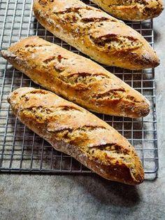 Hvordan bake brød i en travel hverdag Hot Dog Buns, Granola, Scones, Food And Drink, Baking, Breads, Muffins, Cooking Recipes, Bread Rolls