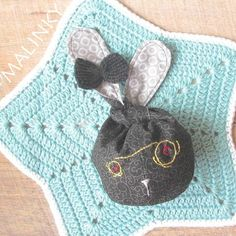 I love seeing my designs created by others.  Here is a wonderful new take on my Bunny Ear Knot Bag