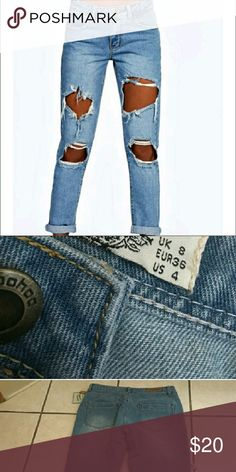Boyfriend jeans Ripped up and torn design.  Denim washed Boohoo Pants Ankle & Cropped