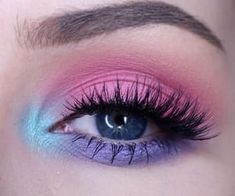 A guide for beginners to a perfect eye make-up – Mademoiselle O & … Eyeliner - Makeup Women 80s Makeup, Purple Eye Makeup, Makeup Eye Looks, Colorful Eye Makeup, Eye Makeup Art, Eyeshadow Makeup, Makeup Lips, Makeup Primer, Makeup Brushes