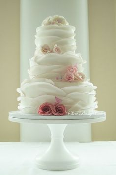 Round Romantic Ruffled Wedding Cake with ombre roses by cristina_1128