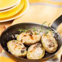 Mit Gemüseragout und Morcheln gefüllte Erdäpfel Potato Salad, Potatoes, Eggs, Breakfast, Ethnic Recipes, Food, Food Food, Morning Coffee, Meal
