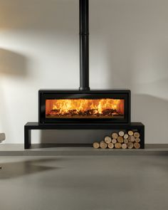 The Stovax Riva Studio 3 Freestanding wood burning stove is a high performing wood burning stove only stove with an innovative design. With a powerful heat output the Riva Studio 2 wood burning stove will provide plenty of heat for a large Wood Burner Fireplace, Home Fireplace, Fireplace Design, Fireplace Gallery, Wood Burning Stove Insert, Wood Burning Fires, Contemporary Wood Burning Stoves, Wood Stove Modern, Modern Stoves