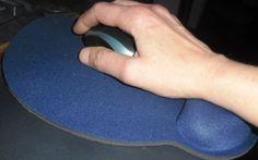 Tappetino ergonomico poggia polso, aiuta a contrastare le tensioni muscolari e la malpostura assunta da mano e polso a causa dell'utilizzo del mouse
