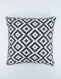 JANPATH kudde benvit | Pillow | Pillow | Kuddar | Inredning | INDISKA Shop Online