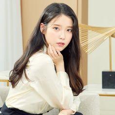 Photo album containing 4 pictures of IU Iu Twitter, Iu Hair, Iu Fashion, Korean Actresses, Korean Actors, Korean Celebrities, Korean Beauty, Beautiful Actresses, Korean Singer