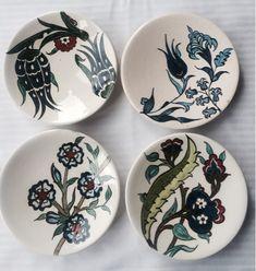 emeklilik hobileri Clay Plates, Ceramic Plates, Ceramic Pottery, Painted Plates, Wooden Plates, Ceramics Projects, Clay Projects, Dark Chocolate Almonds, Grenade