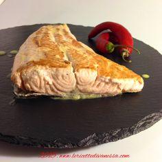 Cosa c'è per cena?... Ma... Solo un gustosissimo trancio di Salmone con Salsa al Basilico... .    #salmone #salsa #basilico #lericettedivanessa #lemon #dinner #cena #recipe #food #foodpic #foodporn #instAifb #instapic #instafood #tagsforlikes #tag http://www.lericettedivanessa.com/altre-ricette/salmone-alla-piastra-con-salsa-al-basilico