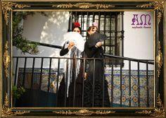 """""""Andalucía en Buenos Aires"""" Nuevo catálogo de complementos flamencos 2014 de AmapolasMoras  Ariana: Mantoncillos bordado con flores de manila blanco con negro; abanico de madera calado con encaje y fileteado en blanco y flor grande roja.  Marina: Mantoncillo a medida de gasa de seda bordada con flecos artesanales de seda en negro; abanico de madera calada con encaje y fileteado y flor grande rosa"""