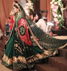 Brides are Enhancing their Wedding Outfit with Bandhani Dupattas Golden Bridal Lehenga, Red Wedding Lehenga, Indian Bridal Lehenga, Pakistani Bridal, Pakistani Dresses, Wedding Looks, Bridal Looks, Bridal Style, Perfect Bride