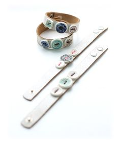 Leren knopen armband 4. Leather bracelets with ceramic buttons. 100% handmade by hart design