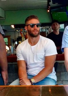 Julian Edelman ❤ New England Patriots have hot players. Nfl Football Players, Football Love, Patriots Football, Football Memes, Football Baby, College Football, Julian Edelman, Babe, Raining Men