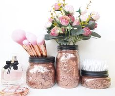 Mason Jars are most likely one of the most iconic bit of glassware. So take care when you put those fresh little things within the jar. There are lots of interesting methods for using mason jars as organizers. Pot Mason Diy, Mason Jar Crafts, Diy Makeup Desk, Pots, Gold Mason Jars, Kilner Jars, Rose Gold Decor, Makeup Brush Holders, Room Accessories