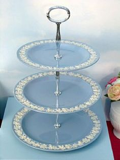 WEDGWOOD QUEENSWARE VINTAGE CAKE STAND
