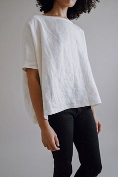 Oversized, linen boatneck top with the perfect of drape. Contact us for custom length and arm opening. 1980s Fashion Trends, Minimalist Fashion Women, Scandinavian Fashion, Pattern Fashion, Her Style, Clothes, Boxy Top, Minimalist Living, White Shirts