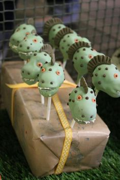 Dinosaur cake pops Dinosaur Cake Pops, Dino Cake, Dinosaur Birthday Cakes, Dragon Party, Dragon Ball, Reptile Party, Thomas Birthday, Knight Party, Oreo Pops