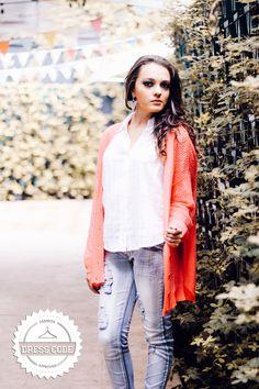 Skinny Jeans + Camisa blanca + Sueter calado de botones!