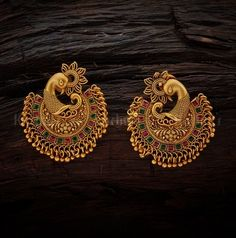 20 Spectacular Antique Earrings Designs & Where To Shop Them Indian Jewelry Earrings, Jewelry Design Earrings, Gold Earrings Designs, Gold Jewellery Design, Antique Earrings, Necklace Designs, Bridal Jewelry, Antique Jewelry, Vintage Jewelry