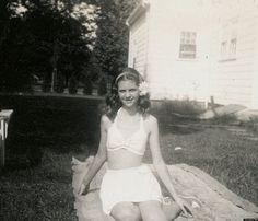 Sylvia Plath, Ok Computer, Writers And Poets, Dream Life, Vintage Photos, White Shorts, Fashion Photography, Vintage Fashion, Black And White
