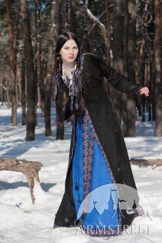 « Knyazhna Helga » robe médiévale en lin avec surcot et tunique d'ArmStreet