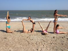 LOVE! Great picture to take with friends on the beach!