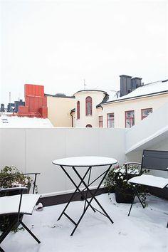 winter balkon Winter Balcony, Winter Magic, Balcony Ideas, Balconies, Desk, Table, Furniture, Home Decor, Balcony