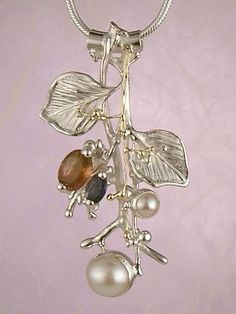 Pendant 4983, fine craft, Gregory Pyra Piro handmade pendant, in solid gold and sterling silver, garnet, iolite, pearls