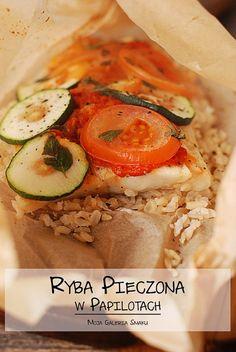 Ryba pieczona w papailotach z warzywami i ajvarem