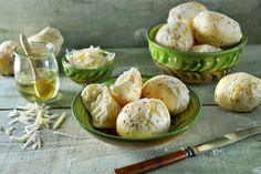 Try making this Pão de queijo for a party. These Brazilian cheese rolls are made from tapioca flour. Try experimenting with some garlic, chili or ham pieces. Air Fryer Recipes Gluten Free, Brazilian Cheese Bread, Great Recipes, Favorite Recipes, Cheese Rolling, Vegetarian Cheese, Original Recipe, Us Foods, Tasty Dishes