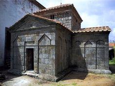 San Fructuoso de Montelios (en portugués São Frutuoso de Montélios) es una capilla visigoda que se encuentra en la actual Braga (Portugal), se construyó entre los s. V y VI. Se encuadra en el marco histórico de la antigua Hispania visigoda / https://www.flickr.com/photos/21271364@N04/2065526729/in/photolist-49wn8P-49wnak-5mpnKK-5mtFSf-5ZxVvH-6XrQt2-jHG1tt-97YWRp