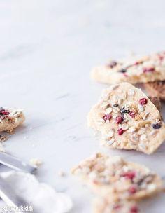 Parhaat joulukarkit x 10 | Kotivinkki Christmas Candy, Xmas, Work Meals, Toffee, Granola, Cereal, Sweet Treats, Cookies, Breakfast