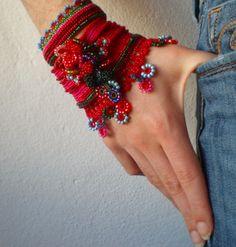 Crochet Bracelet Pattern, Crochet Patterns, Jewelry Patterns, Bracelet Patterns, Bohemian Bracelets, Cuff Bracelets, Types Of Yarn, Beaded Jewelry, Knit Crochet