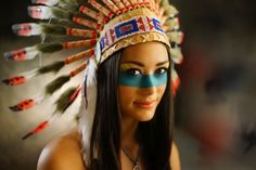 Maquillage Halloween femme simple et original - inspirations en photos Native American Makeup, American Indian Costume, American Indian Girl, Native American Music, Indian Costumes, Native American Indians, Indian Girls, Costume Halloween, Cool Halloween Makeup