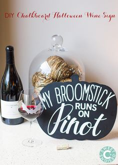 This easy DIY Chalkboard Halloween Wine Sign is a fun, quick and beautiful addition to a halloween wine party! Halloween Drinks, Halloween Treats, Halloween Pumpkins, Fall Halloween, Happy Halloween, Halloween Decorations, Halloween Party, Pumpkin Wine, Wine Signs
