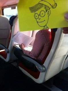 UK-writer and illustrator October Jones passes the time on his train ride to work with these funny doodles that playfully replace fellow commuters' heads with cartoon characters Cartoon Head, Funny Cartoon Characters, Cartoon Faces, Cartoon People, October Jones, Snapchat Drawing, Wheres Wally, Note Doodles, Dog Cat