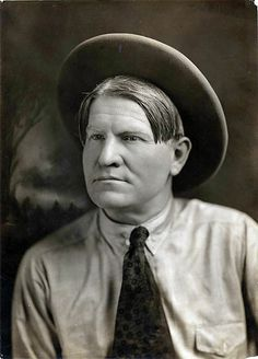Charles Marion Russell: born on March in St. Russell, and one of the most famous American West artists ever. Native American Art, American Artists, American History, Missouri, Charles Marion Russell, O Cowboy, Most Famous Artists, Big Sky Country, American Frontier