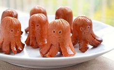 Octopus Sausages (serve with sweet Hawaiian rolls & condiments for a Halloween twist on Hot Dogs) Cute Food, Good Food, Yummy Food, Octopus Hotdogs, Hot Dog Octopus, Fried Hot Dogs, How To Cook Sausage, Food Humor, Party Snacks