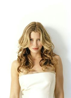 Sexy actress heats up every role she's in. Jessica Biel - Photo and Image Gallery of the Sexy Actress Jessica Biel, Strawberry Blonde Hair, Female Actresses, Most Beautiful Women, Stunning Women, Beautiful People, Hollywood Actresses, Marie, Celebs