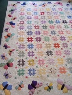 Finely Finished Quilts: Sue's Quilts There is a butterfly pantograph in the center of this quilt. The butterflies in the border are outlined with a loopy fill surrounding them. #quilts #quilting