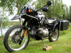 I've always liked the classic good looks of the and BMW GS series motorcycles. Bmw E28, Bmw Isetta, Bmw For Sale, Bmw M Series, Bmw Motors, Cool Bikes, Motor Car, Vehicles, Classic